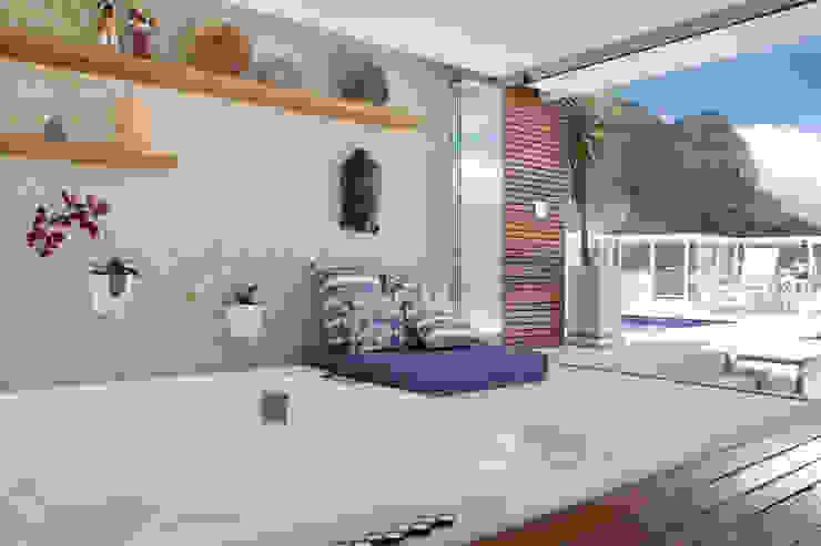 Spa de estilo  por Carolina Mendonça Projetos de Arquitetura e Interiores LTDA,