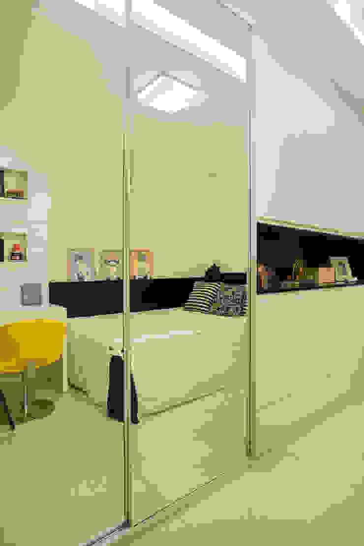Apartamento varandão Quartos modernos por Carolina Mendonça Projetos de Arquitetura e Interiores LTDA Moderno