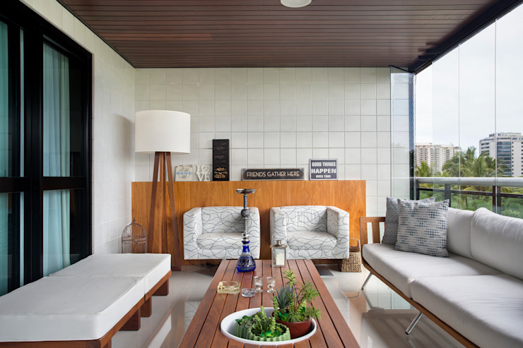 Carolina Mendonça Projetos de Arquitetura e Interiores LTDA Balcone, Veranda & Terrazza in stile moderno