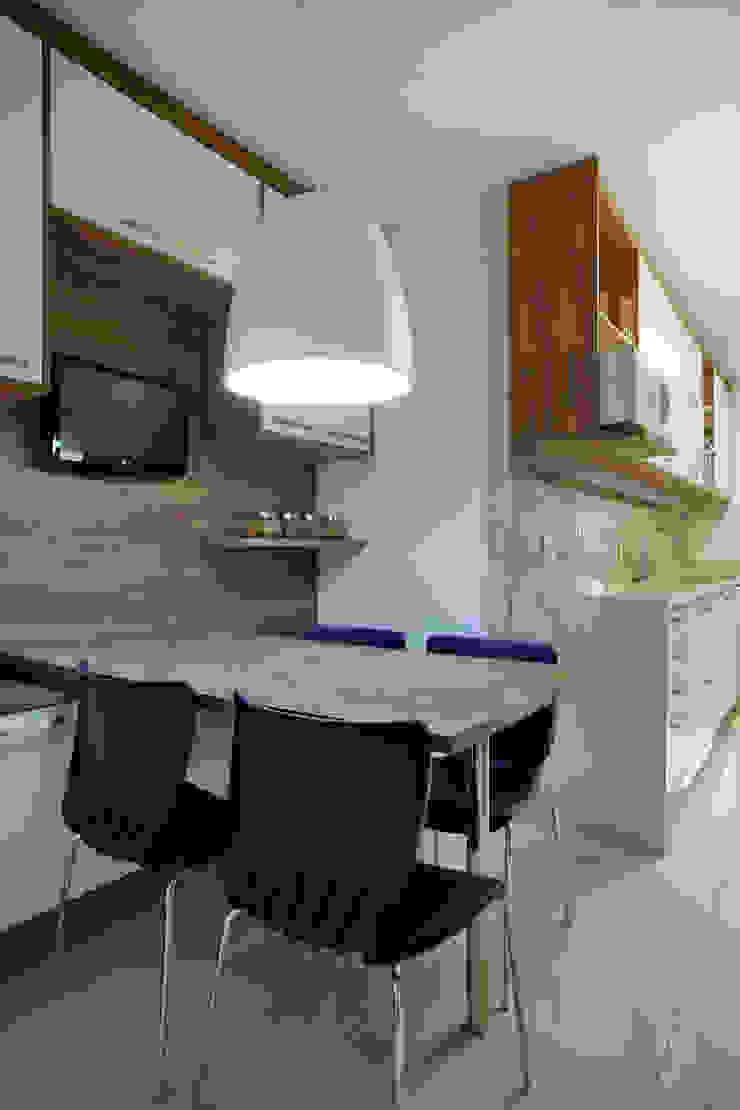 Apartamento varandão Cozinhas modernas por Carolina Mendonça Projetos de Arquitetura e Interiores LTDA Moderno