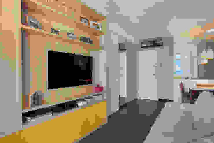 Apartamento Moderno Salas de estar modernas por Carolina Mendonça Projetos de Arquitetura e Interiores LTDA Moderno