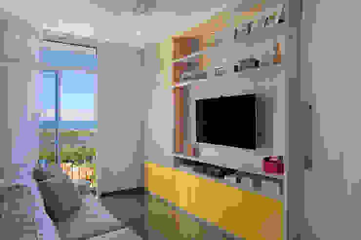 Salon de style  par Carolina Mendonça Projetos de Arquitetura e Interiores LTDA