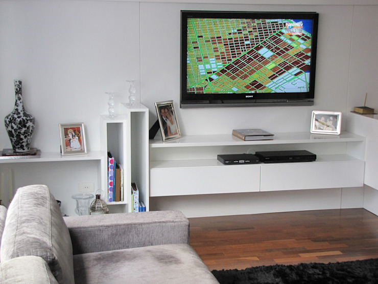 Multimedia room by Arquitetura Juliana Fabrizzi
