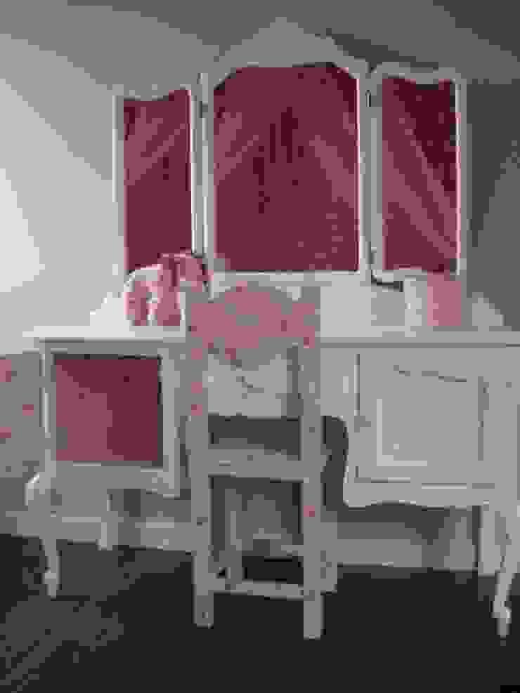 Kaptafel met roze binnenkant. van Happykidsart Landelijk