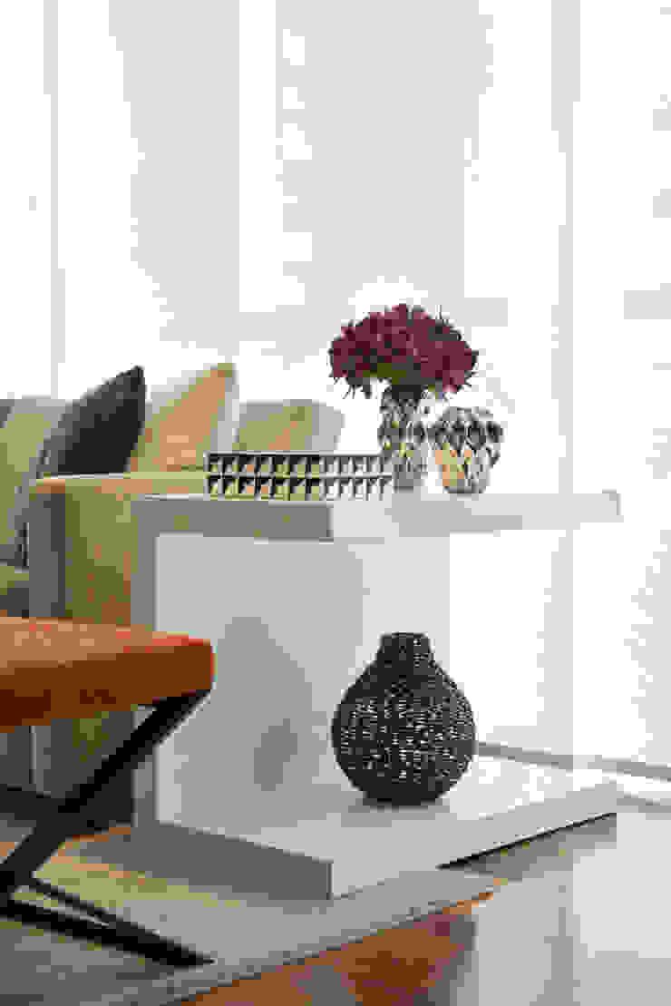 Liliana Zenaro Interiores Living room Wood White