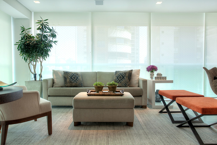 Liliana Zenaro Interiores Modern style conservatory Wood Beige