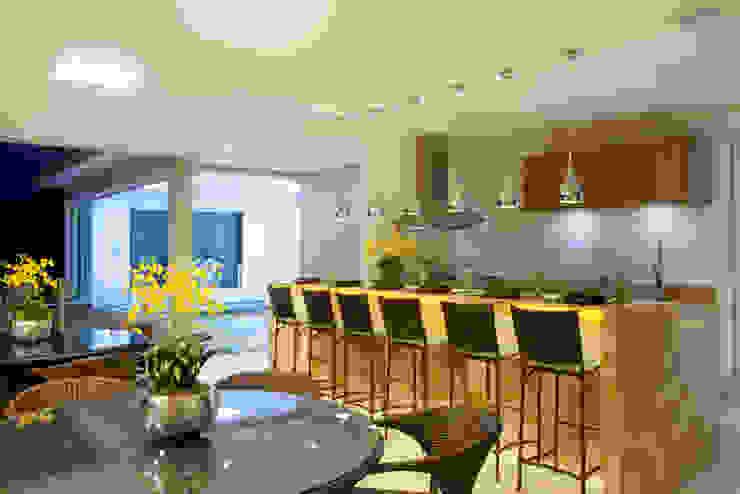 Casa Itu Varandas, alpendres e terraços modernos por Designer de Interiores e Paisagista Iara Kílaris Moderno