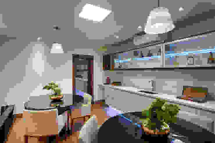 Casa Itu Adegas modernas por Designer de Interiores e Paisagista Iara Kílaris Moderno