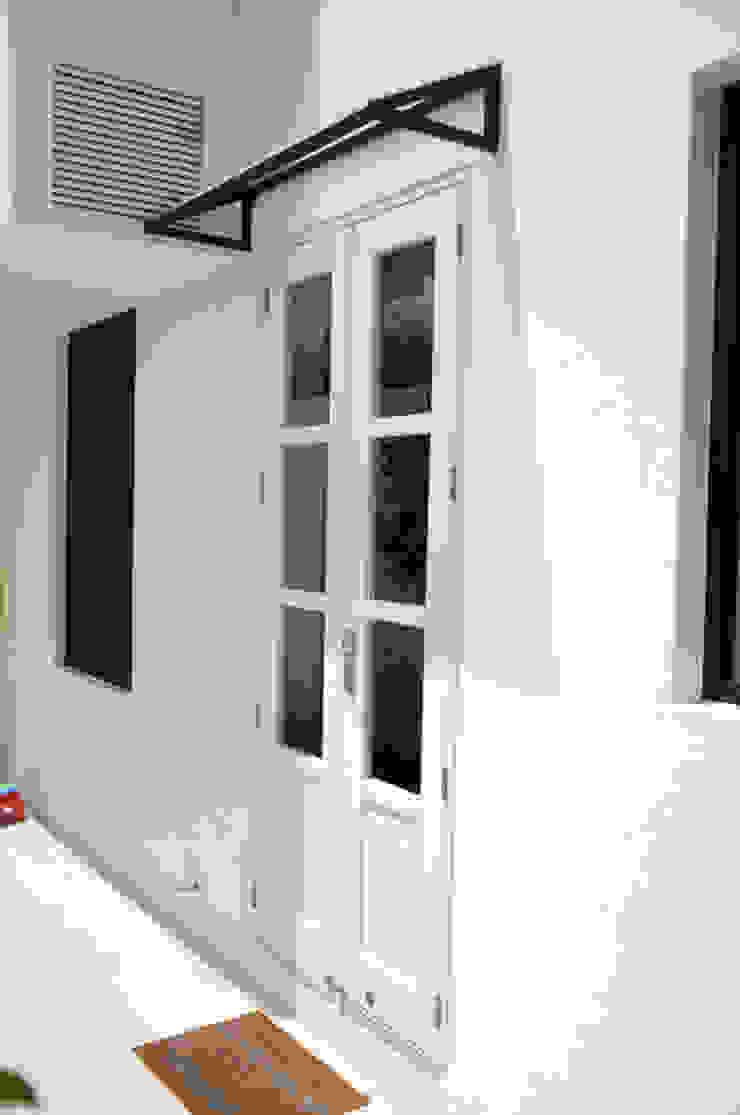 Puerta ingreso Casas industriales de Mediamadera Industrial Madera Acabado en madera
