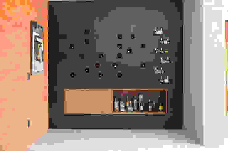 Mueble bar Salas de estilo industrial de Mediamadera Industrial Madera Acabado en madera