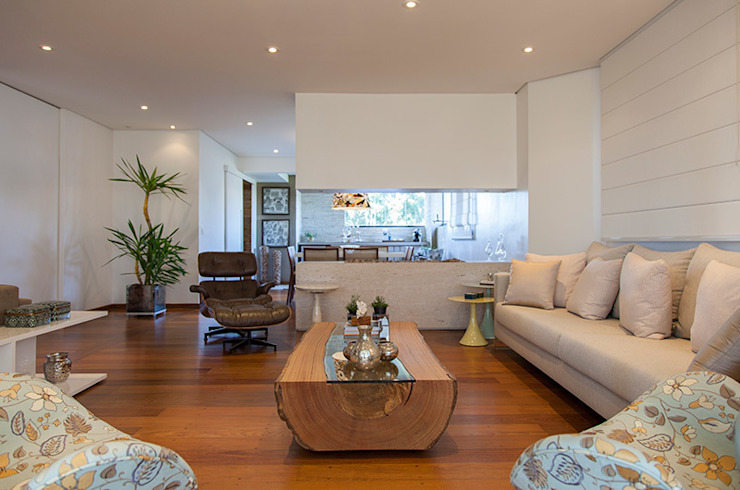 Living room by Helô Marques Associados