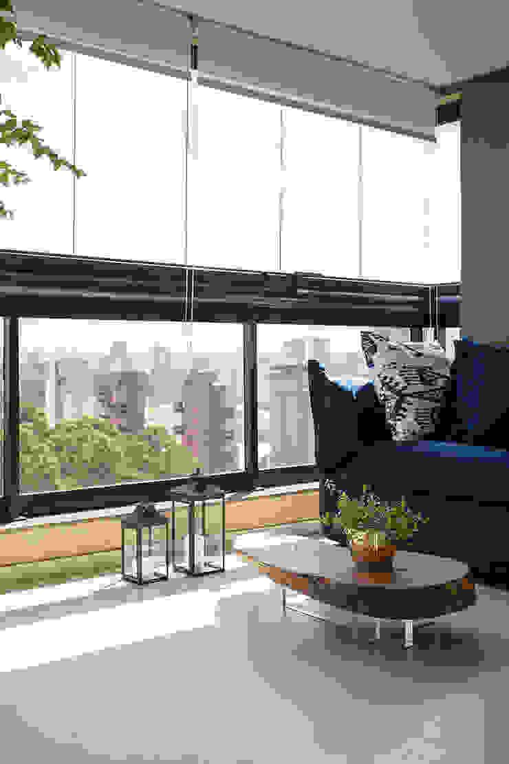 Balcones y terrazas de estilo minimalista de Helô Marques Associados Minimalista