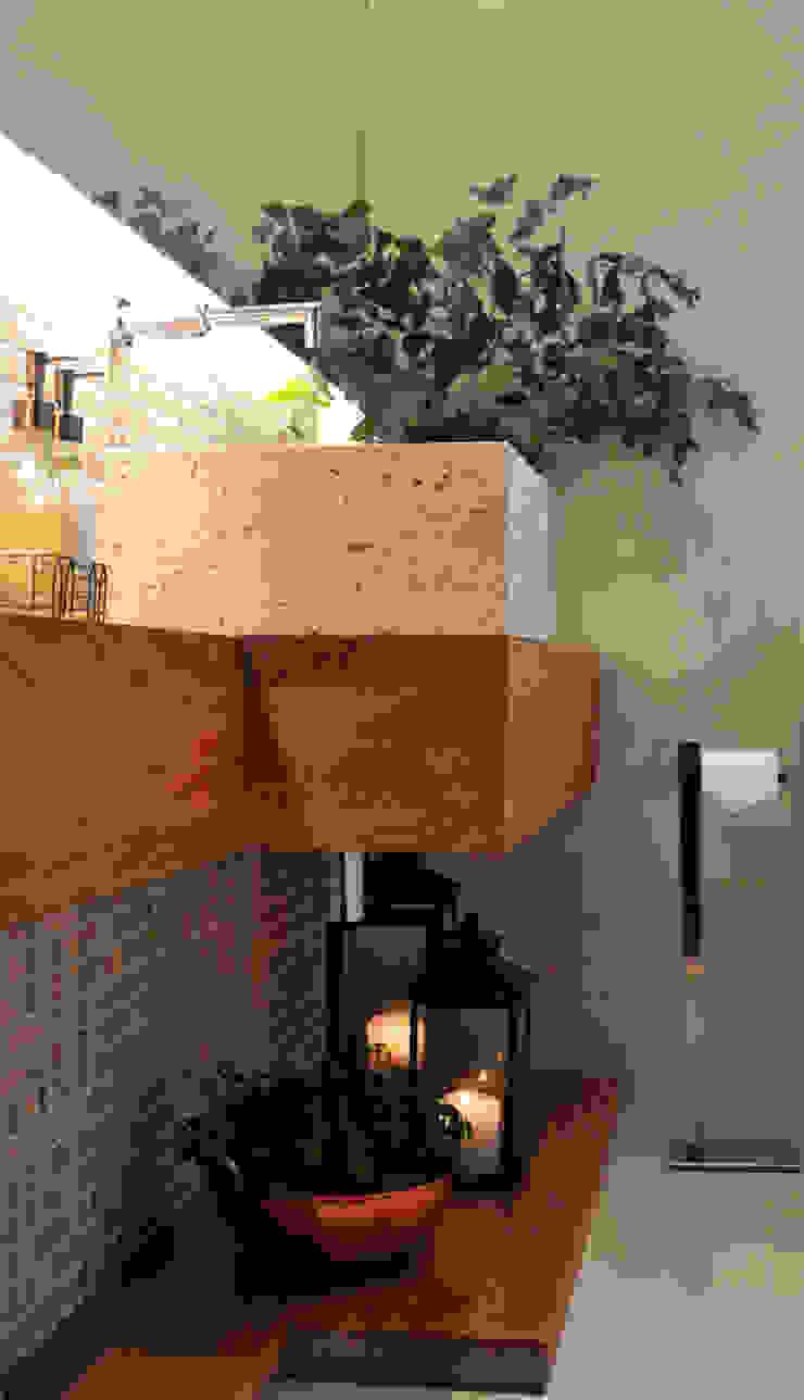 Baños de estilo rústico de Helô Marques Associados Rústico