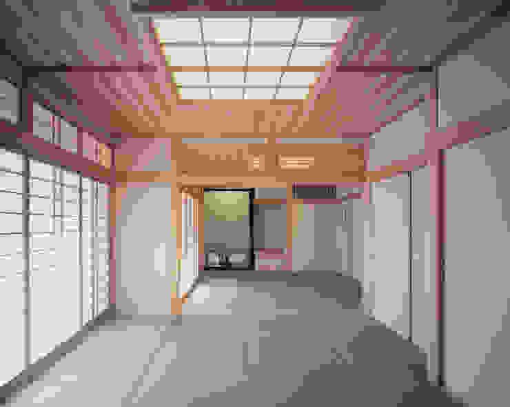 Phòng khách phong cách chiết trung bởi 志賀建築設計室 Chiết trung