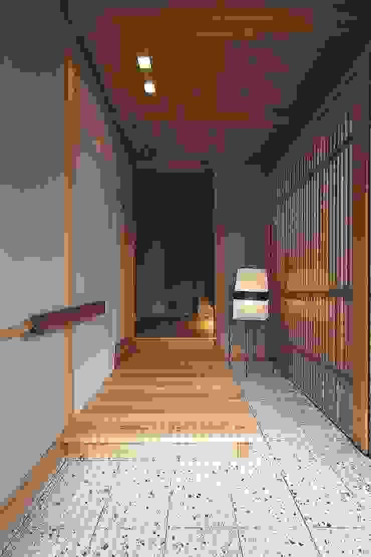 H house オリジナルスタイルの 玄関&廊下&階段 の ATELIER A+A オリジナル
