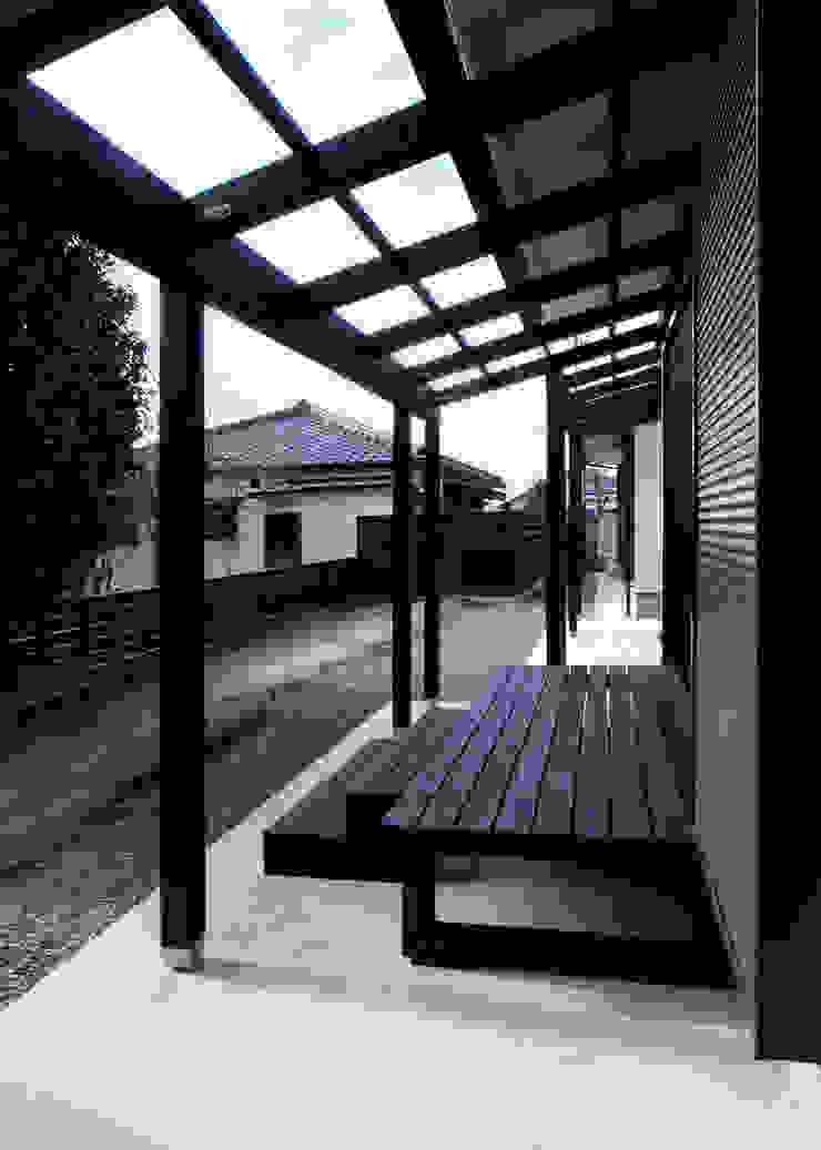 Hiên, sân thượng phong cách chiết trung bởi 志賀建築設計室 Chiết trung