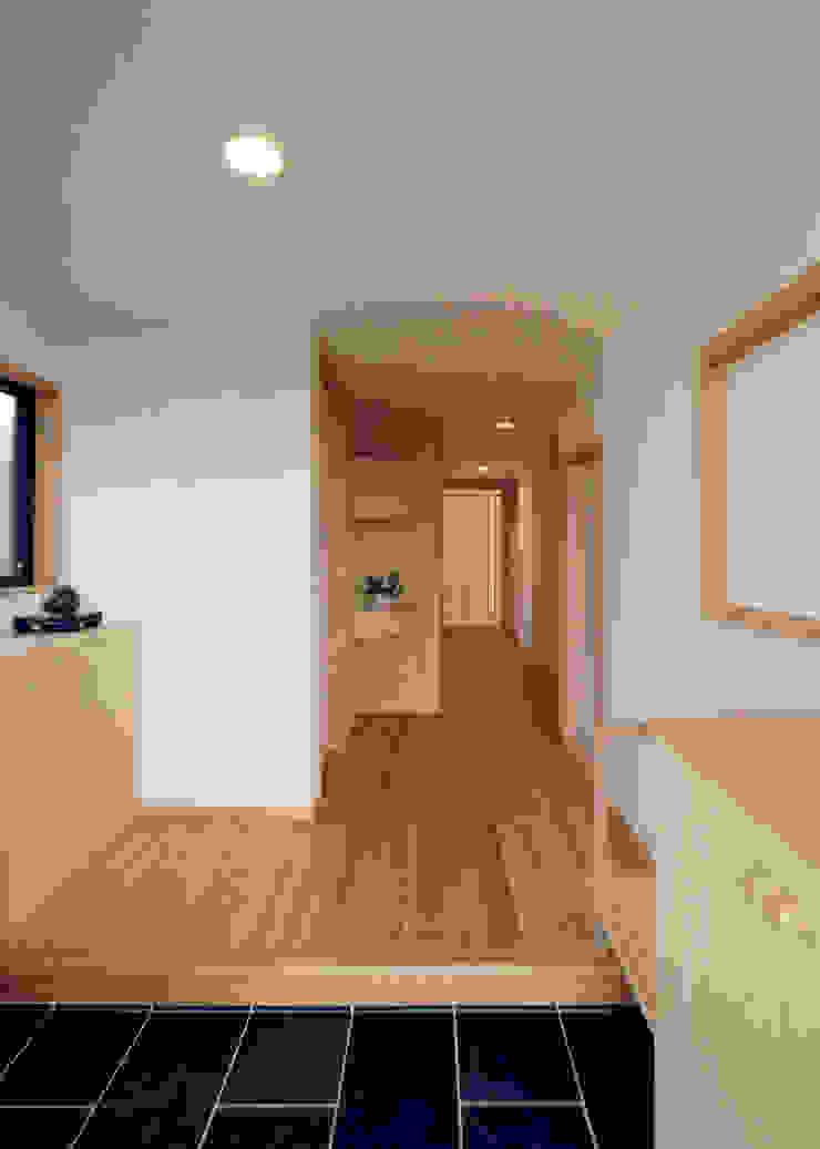 Hành lang, sảnh & cầu thang phong cách chiết trung bởi 志賀建築設計室 Chiết trung