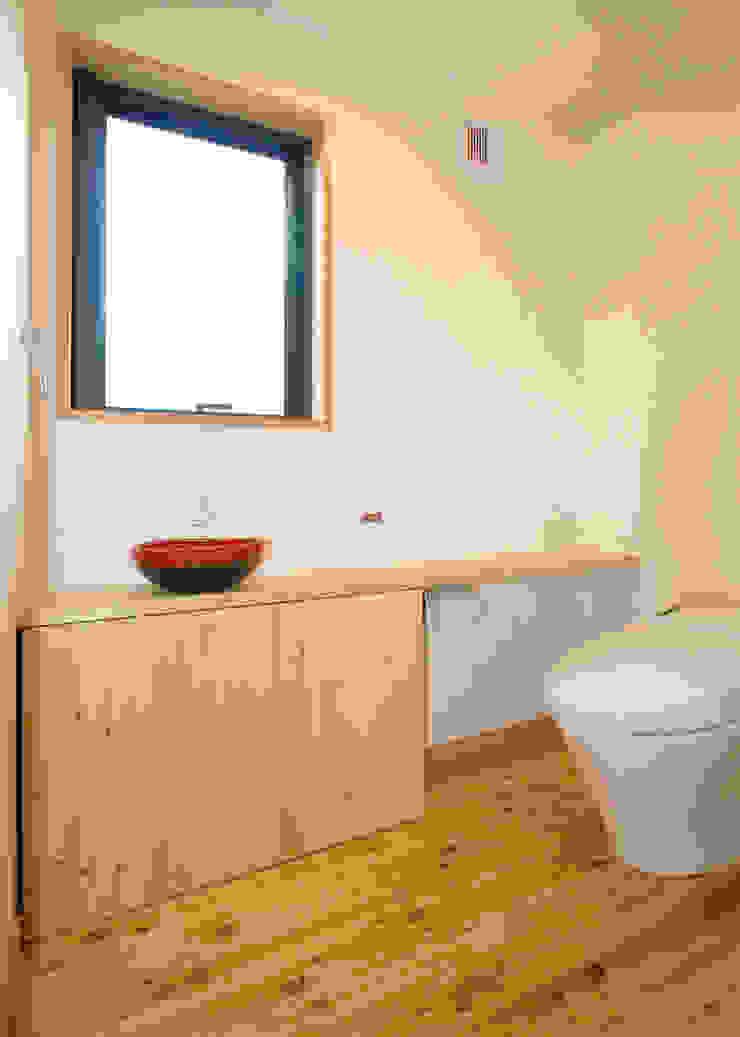 Phòng tắm phong cách chiết trung bởi 志賀建築設計室 Chiết trung