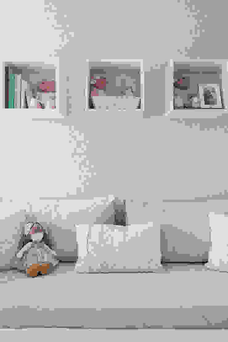 quarto de bebe Quarto infantil clássico por BMG Arquitetura Clássico