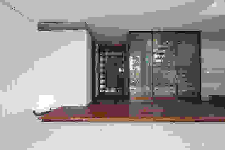 Ma house モダンスタイルの 玄関&廊下&階段 の ATELIER A+A モダン
