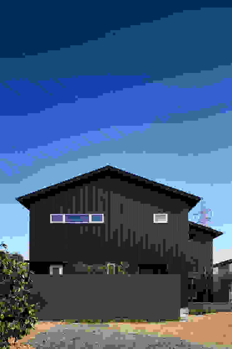 家族をつなぐスキップフロアの家-外観1- モダンな 家 の 小田達郎建築設計室 モダン