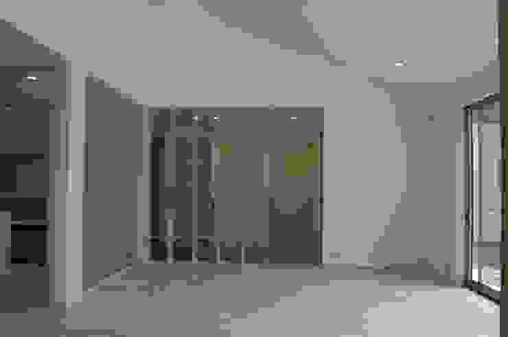K-House(Living) モダンデザインの リビング の 岩成尚建築事務所 モダン