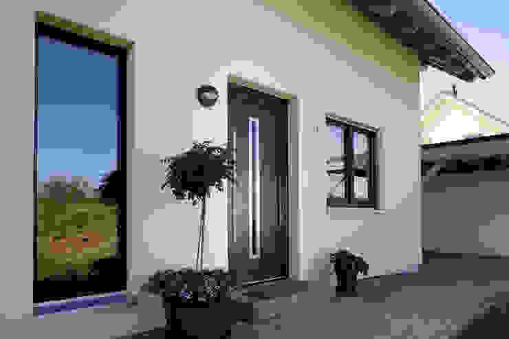 Front doors by FingerHaus GmbH - Bauunternehmen in Frankenberg (Eder), Modern