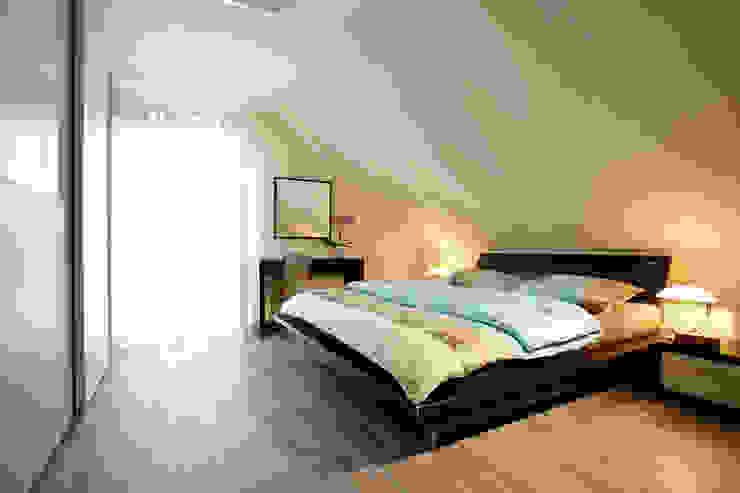 Moderne slaapkamers van FingerHaus GmbH - Bauunternehmen in Frankenberg (Eder) Modern