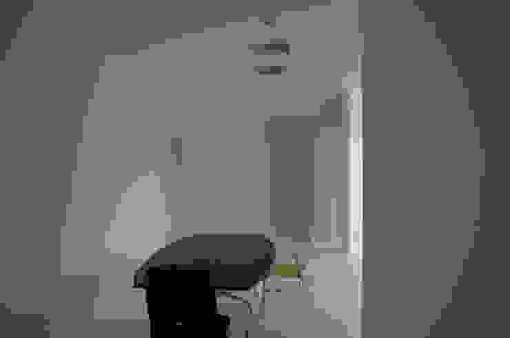 N-Office(Meeting apace) の 岩成尚建築事務所 モダン