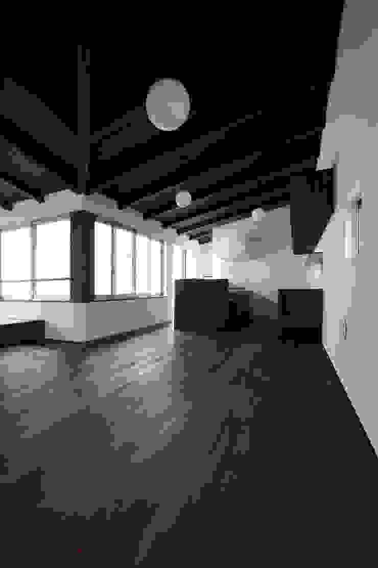 Comedores de estilo asiático de エトウゴウ建築設計室 Asiático