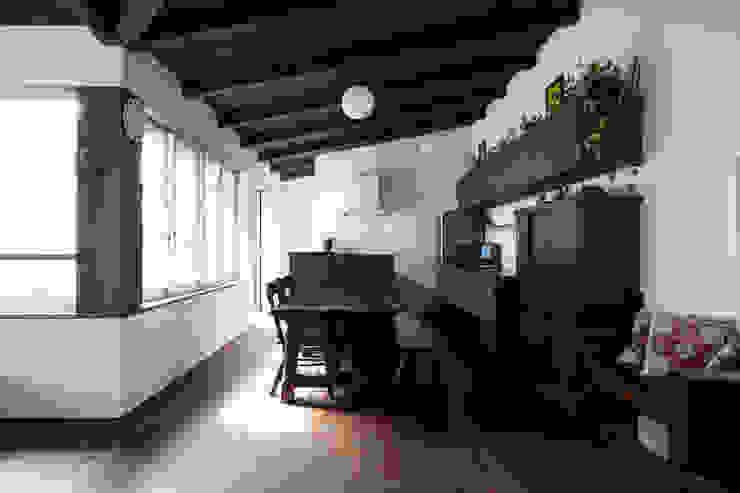 Cocinas de estilo asiático de エトウゴウ建築設計室 Asiático
