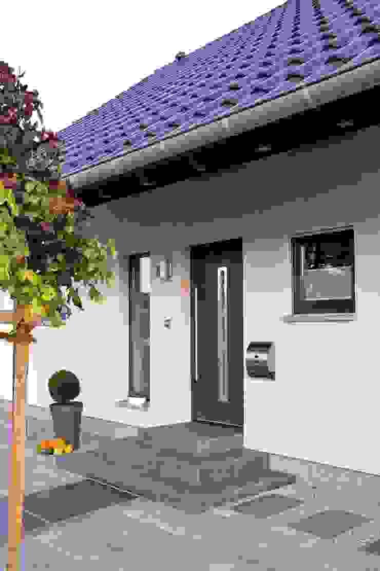 Modern windows & doors by FingerHaus GmbH - Bauunternehmen in Frankenberg (Eder) Modern