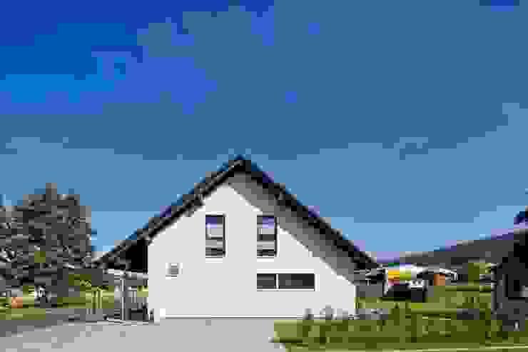 โดย FingerHaus GmbH - Bauunternehmen in Frankenberg (Eder) โมเดิร์น