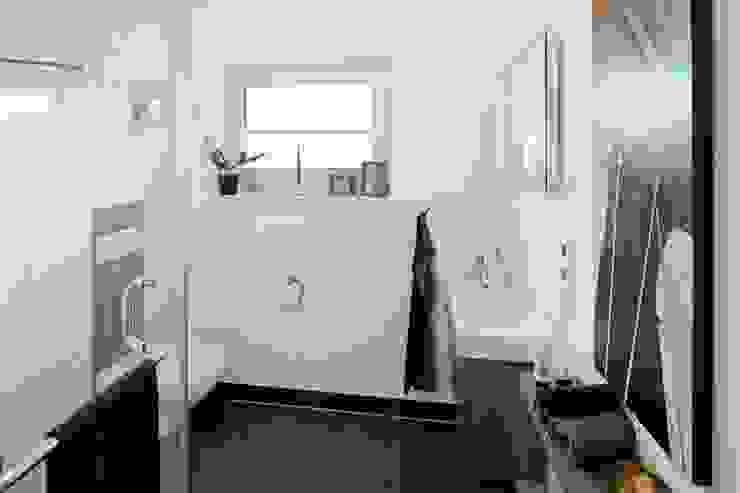 浴室 by FingerHaus GmbH - Bauunternehmen in Frankenberg (Eder), 現代風