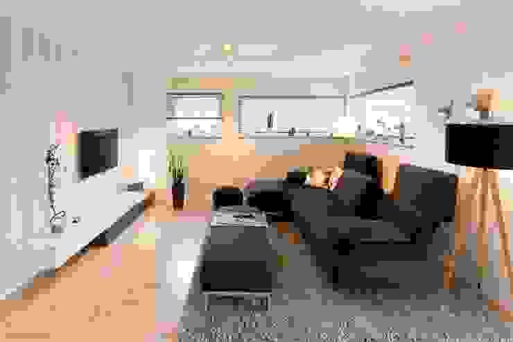 FingerHaus GmbH - Bauunternehmen in Frankenberg (Eder) Livings modernos: Ideas, imágenes y decoración