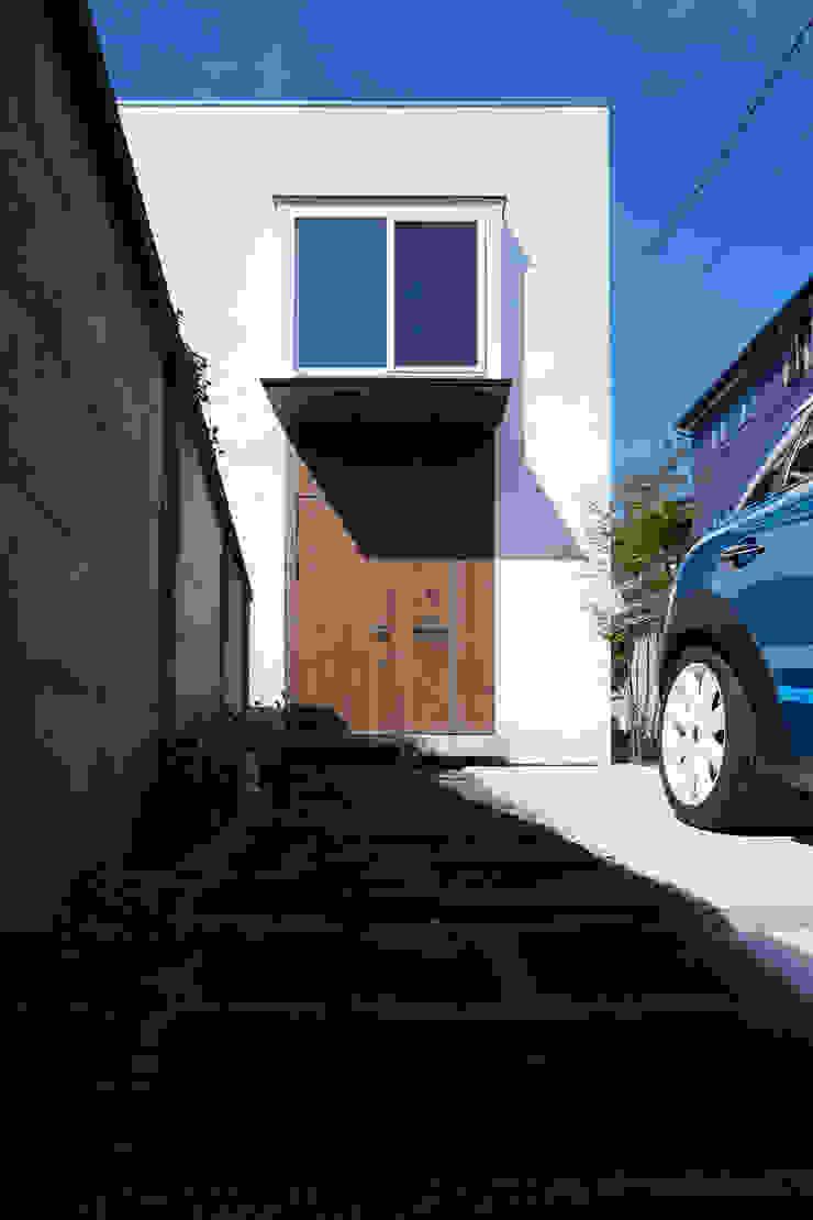 Casas estilo moderno: ideas, arquitectura e imágenes de エトウゴウ建築設計室 Moderno