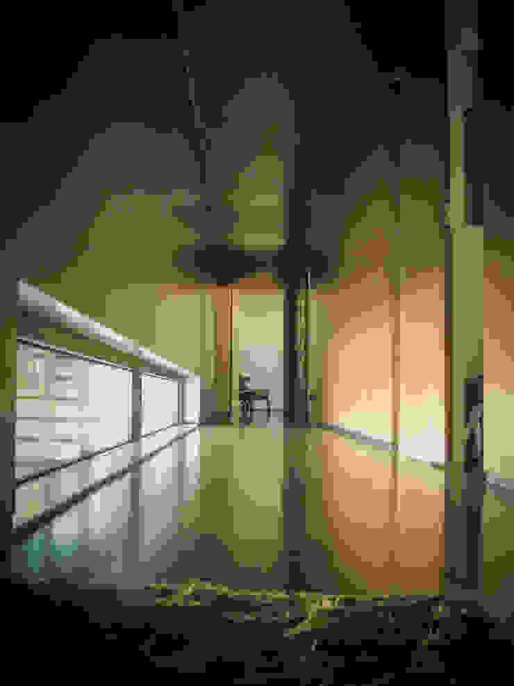 Habitação - Trancoso 15 Corredores, halls e escadas modernos por ARKIVO Moderno