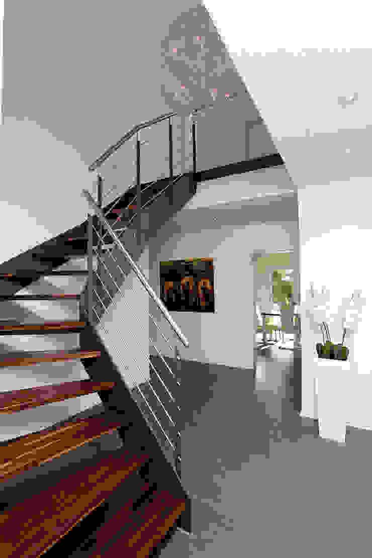 Moderne gangen, hallen & trappenhuizen van FingerHaus GmbH - Bauunternehmen in Frankenberg (Eder) Modern