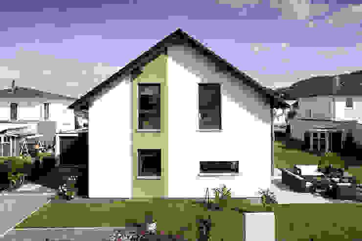 Сборные дома в . Автор – FingerHaus GmbH - Bauunternehmen in Frankenberg (Eder),