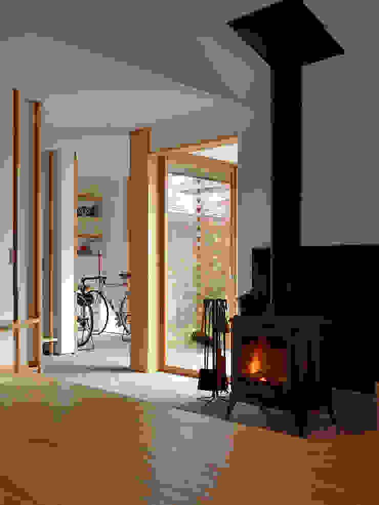 Ruang Keluarga Modern Oleh 松原正明建築設計室 Modern