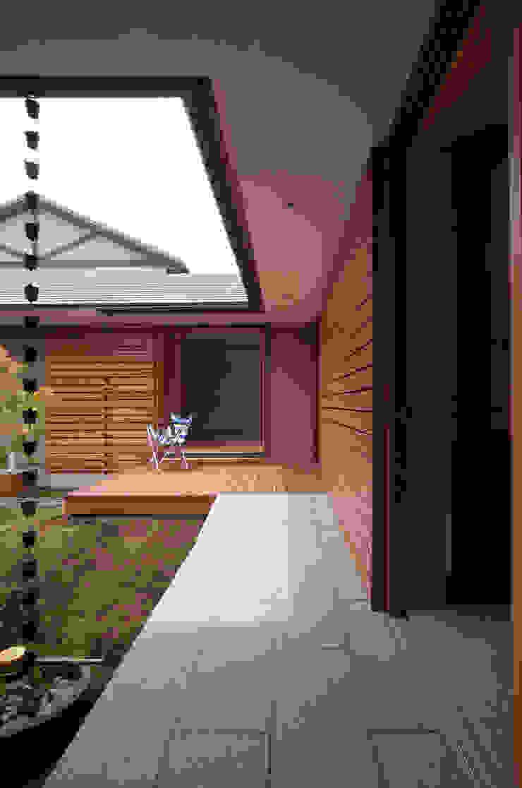 Balkon, Beranda & Teras Modern Oleh 松原正明建築設計室 Modern