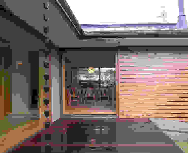 Modern balcony, veranda & terrace by 松原正明建築設計室 Modern