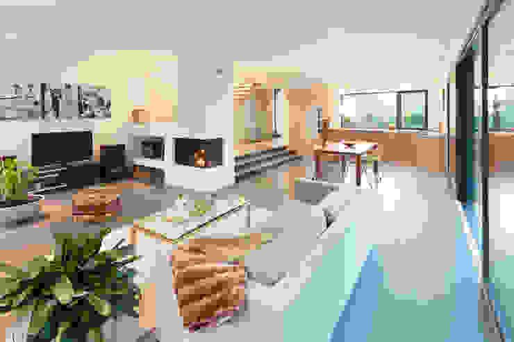 von Mann Architektur GmbH Modern dining room