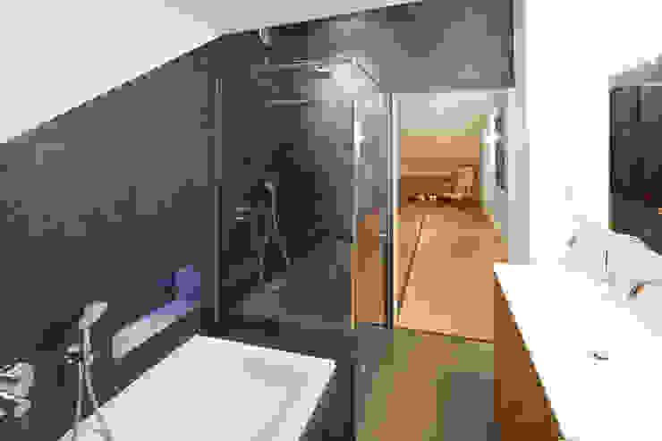Baños de estilo  por von Mann Architektur GmbH, Moderno
