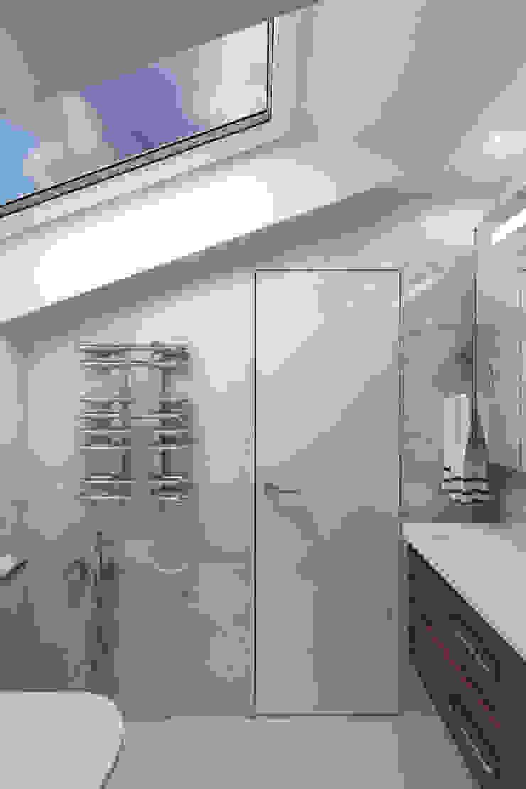 Квартира с мансардой Ванная комната в стиле минимализм от Александра Кудрявцева Минимализм
