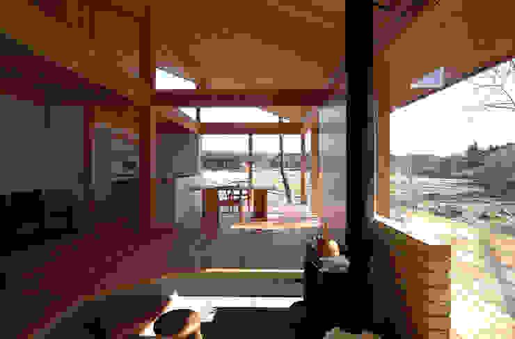Scandinavian style living room by 松原正明建築設計室 Scandinavian