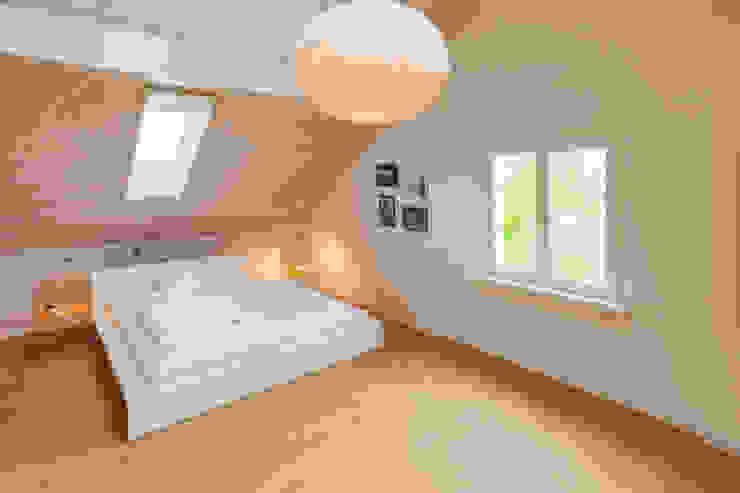 Schlafzimmer Dachgeschoss Moderne Schlafzimmer von von Mann Architektur GmbH Modern