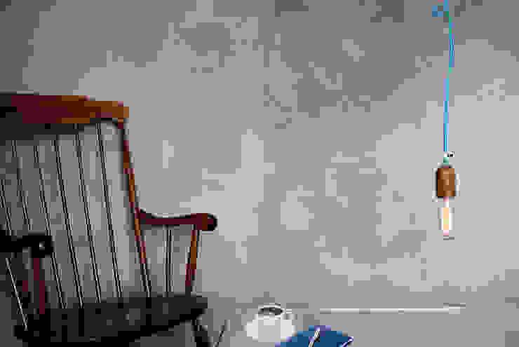 Lampa sufitowa imindesgn z drewnianą oprawką i podsufitką od IMIN Minimalistyczny