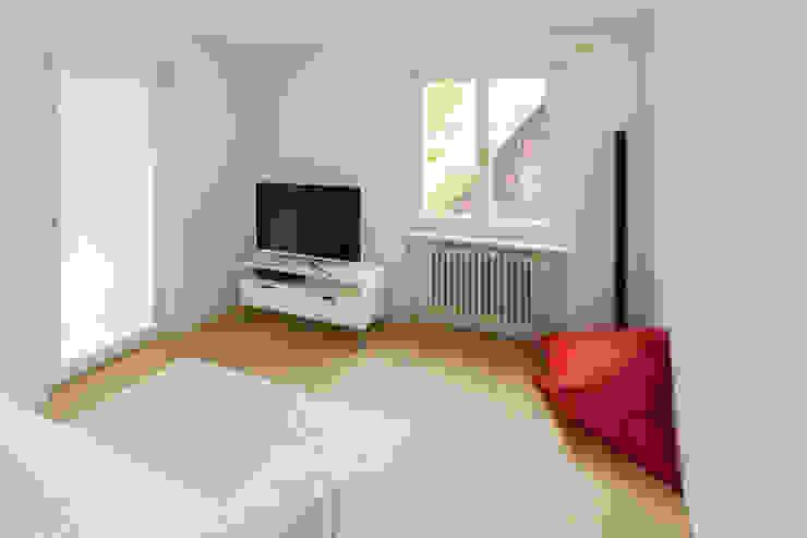 TV-Zimmer Moderner Multimedia-Raum von von Mann Architektur GmbH Modern