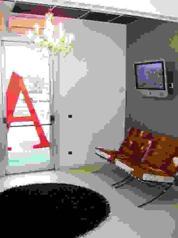 MARA GAGLIARDI 'INTERIOR DESIGNER' Study/officeAccessories & decoration